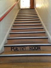 City Lights Booksの詩だけを置いている二階に行く階段