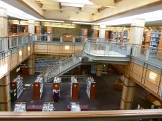 レキシントン町図書館の広々とした内部