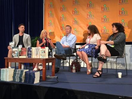 2015年 Book Expo AmericaでのYA作家によるディスカッション。「難しい社会テーマをどう描くか?」